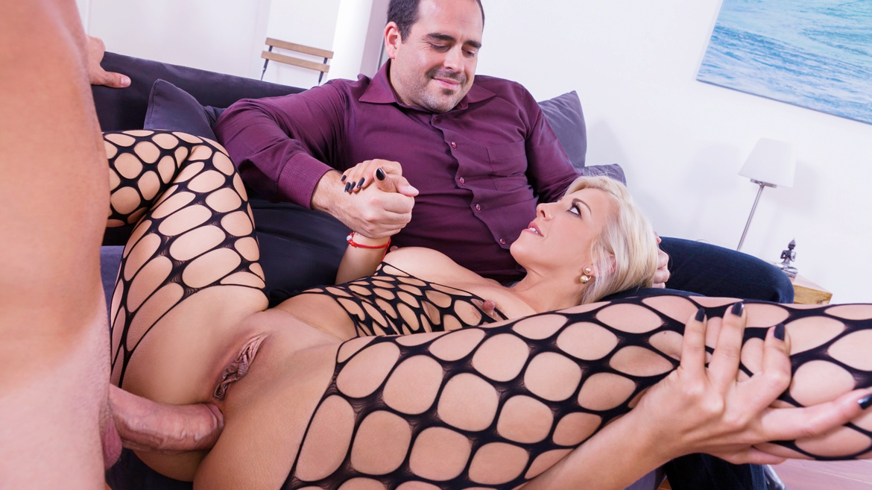 Wife threesome vids